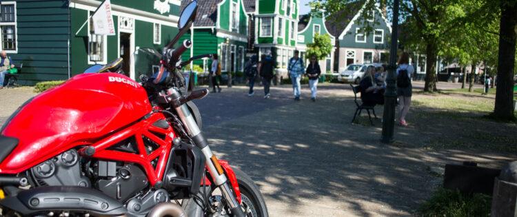 Zaanse Schans motorrijden Ducati