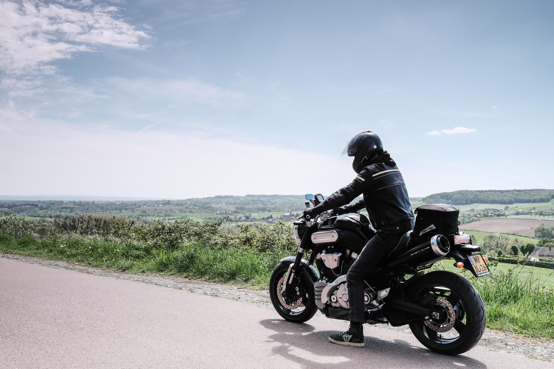 Het uitzicht over het landschap van Zuid-Limburg vanaf de motor