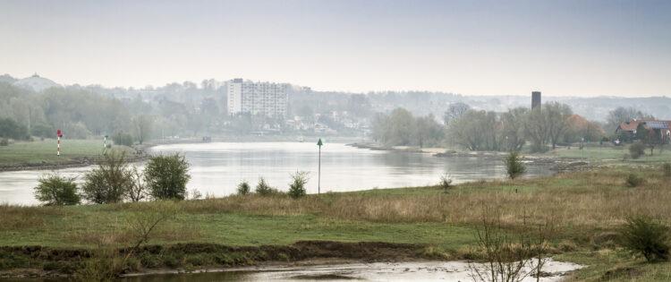 Uitzicht over rivier de Waal in Gelderland