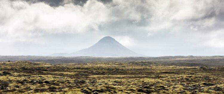 Uitizcht op de Keilir vulkaan in IJsland