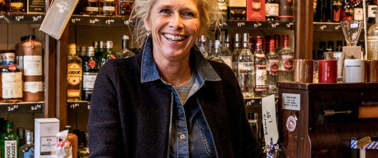 Bezoek de slijterij van Weduwe Joustra of streekbrouwerij Us Heit