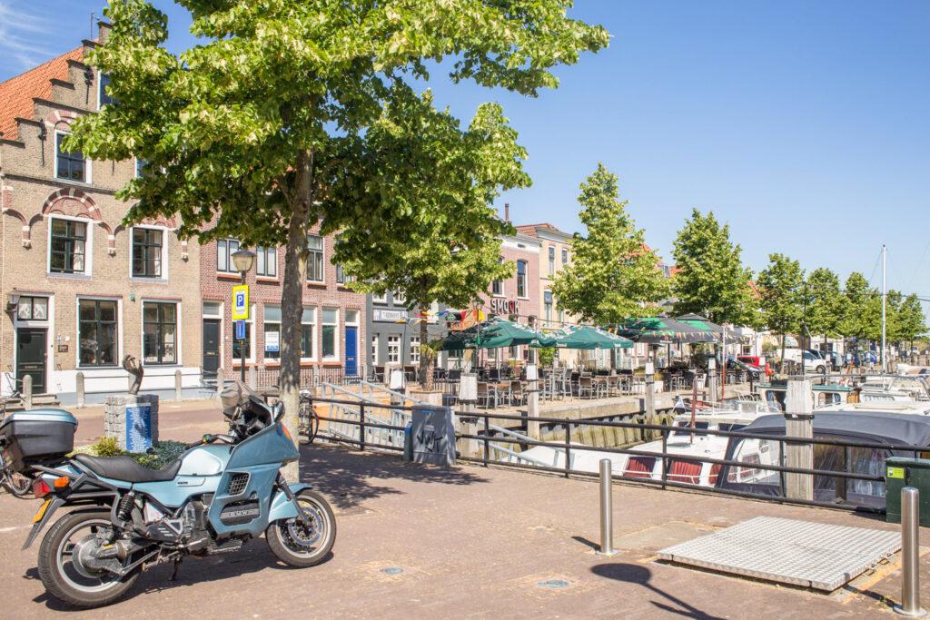 Dorpje in Zuid-Holland uitzicht over de kade en haven