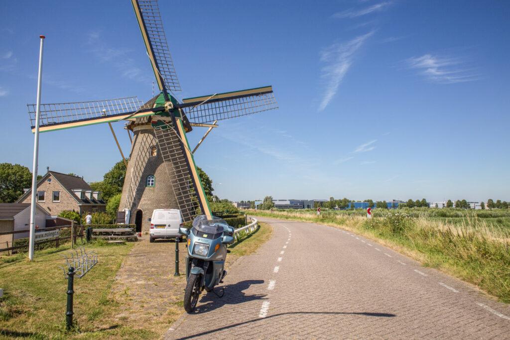 Molen tijdens het motorrijden rondom Rotterdam