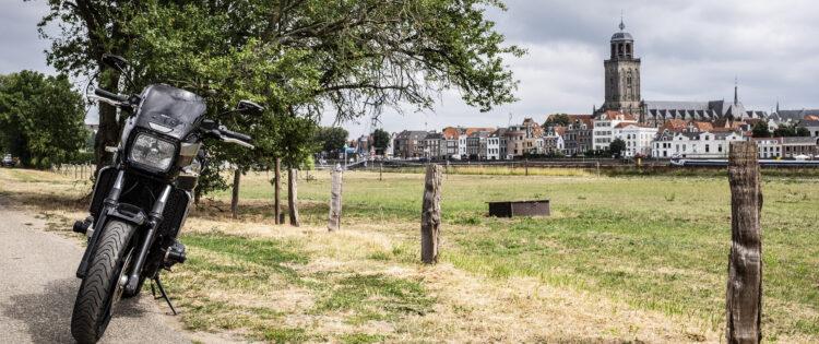 Uitzicht op Deventer vanaf de andere kant van de IJssel