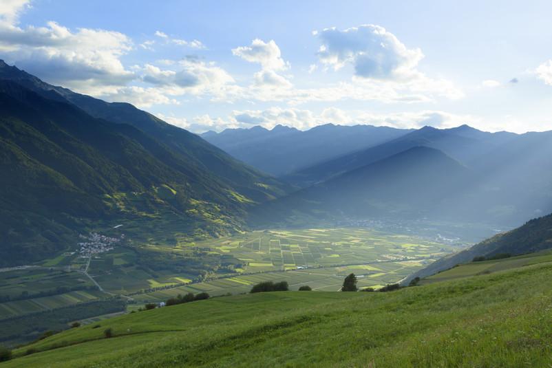 Vergezichten over het dal in de Dolomieten, Italië