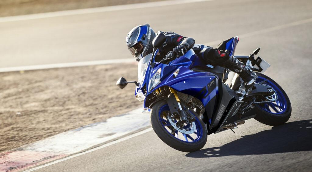 A1-Motoren Yamaha R125 in actie