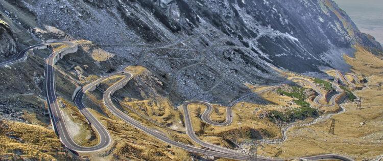 Foto van de bochten op de Transfăgărășan Highway in Roemenië