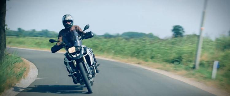 Motorrijtips video: 'Opeens… de berm in!'