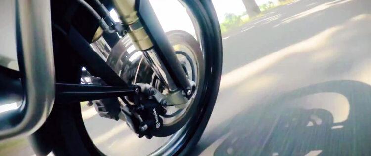 Motorrijtips video: 'Opeens… remmen in de bocht!'