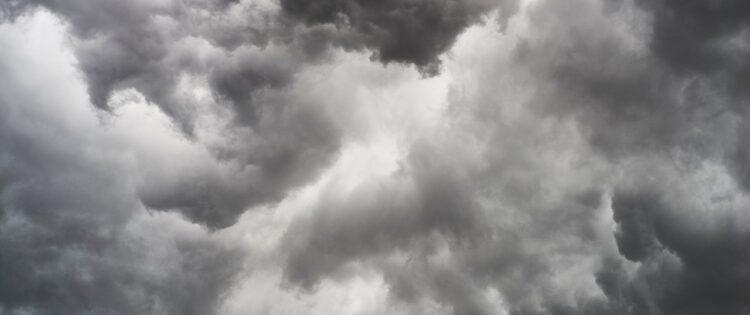 Rijden bij harde wind: check deze tips en hints